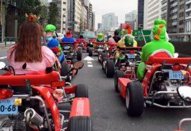 Hugh Jackman sorpreso da un real-life Mario Kart a Tokyo