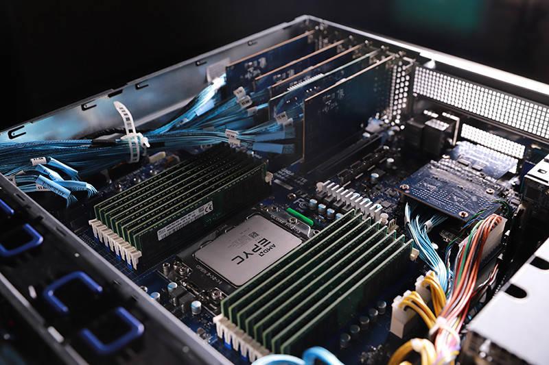 Gigabyte e AMD battono 11 record